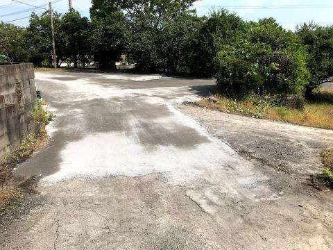 防草対策と水溜り対策(鉄鋼スラグ簡易舗装材による舗装)工場 (有)アキ建設サムネイル