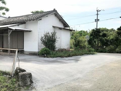 防草対策(鉄鋼スラグ簡易舗装材による舗装)集落公民館 (有)アキ建設サムネイル
